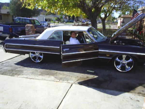 Here is a nice 64 Impala owned by Claudio. He needed a new turn signal